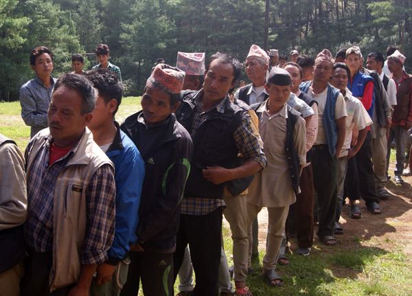 Quake victims of Baluwapati Deupur standing in line to receive galvanised zinc sheets, in Kavre, on Friday.  Photo: THT