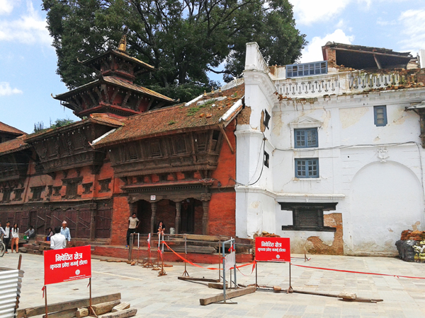 People sitting and walking in the area that has been declared u0091restricted zoneu0092 in Kathmandu Durbar Square. Photo: Thomas Bogaty/THT