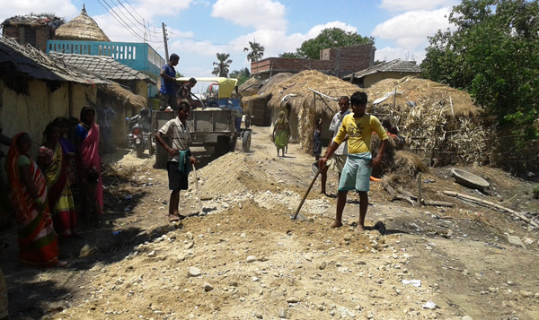 Workers constructing a road at Pachharukhi VDC in Parsa on Saturday. Photo: THT