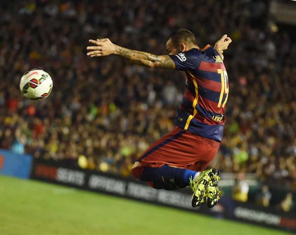 Sandro Ramirez of FC Barcelona controls the ball against the Los Angeles Galaxy during their International Champions Cup game in Pasadena, California on July 21, 2015. Photo: AFP