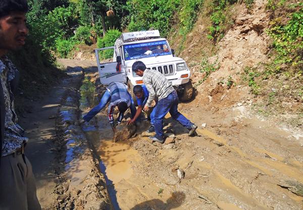 Passengers pushing a jeep on the slushy Sanfe-Martadi rural road section, in Bajura, on Monday.   Photo: THT