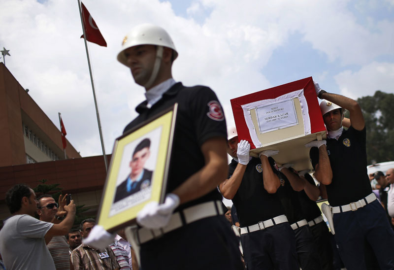 Turkish police officers carry the coffin of slain police officer Serdar Kazar, one of the two police officers, killed in an attack by Kurdish rebels overnight, in the the city of Adana, southern Turkey, Friday, July 31, 2015. Photo: AP