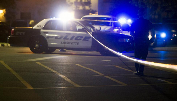 Police stand by at the scene outside the movie theatre where a man opened fire on film goers in Lafayette, Louisiana July 23, 2015. Photo: Reuters
