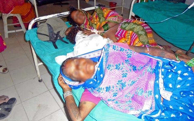 Maya Devi Mandal (front) and her daughter-in-law Rita Devi undergoing treatment at the Gajendra Narayan Singh Sagarmatha Zonal Hospital in Rajbiraj of Saptari, on Monday, July 27, 2015. Photo: Byas Shankar Upadhyay