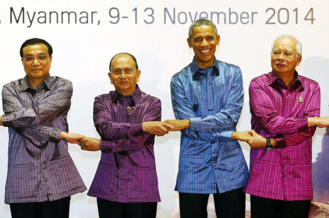 (L-R) China's Premier Li Keqiang, Myanmar's President Thein Sein, US President Barack Obama and Malaysia's Prime Minister Najib Razak join hands as they pose at the 25th Association of Southeast Asian Nations (ASEAN) summit in Naypyitaw, Myanmar, in this file photo taken November 12, 2014. Photo: REUTERS/Damir Sagolj