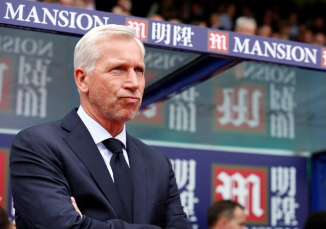 Football - Crystal Palace v Arsenal - Barclays Premier League - Selhurst Park - 16/8/15nCrystal Palace manager Alan Pardew before the gamenAction Images via Reuters / John SibleynLivepic