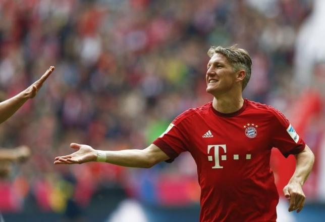 Bayern Munich's Bastian Schweinsteiger celebrates after scoring a goal against FSV Mainz 05 during their German first division Bundesliga soccer match in Munich, Germany, May 23, 2015.  REUTERS/Michael Dalder