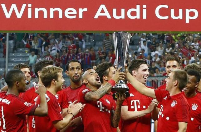 Bayern Munich's players celebrate with the trophy after winning their pre-season Audi Cup tournament final soccer match against Real Madrid in Munich, Germany, August 5, 2015.  REUTERS/Michaela Rehle