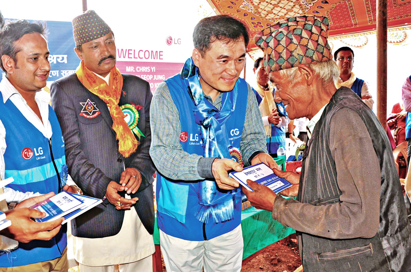 Managing Director of Chaudhary Group Nirvana Chaudhary (left) and Asia Regional Managing Director of LG Chris Yi handing over a shelter home to an earthquake survivor during an event organised at Dolalghat, on Thursday. Courtesy: Chaudhary Group