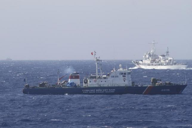 A ship (top) of Chinese Coast Guard is seen near a ship of Vietnam Marine Guard in the South China Sea, about 210 km (130 miles) off shore of Vietnam May 14, 2014. REUTERS/Nguyen Minh