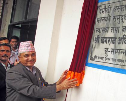 Minister for Health and Population Khagaraj Adhikari inaugurating the new building of Damauli Hospital, Tanahun, on Friday.   Photo:THT