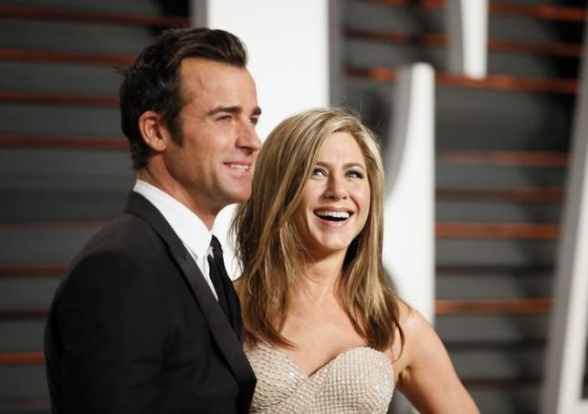 Actress Jennifer Aniston and fiance Justin Theroux arrive at the 2015 Vanity Fair Oscar Party in Beverly Hills, California February 22, 2015. REUTERS/Danny Moloshok/Files