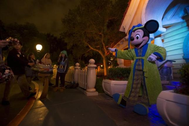 The character of Mickey Mouse greets guests during Disneyland's Diamond Celebration in Anaheim, California May 23, 2015. REUTERS/Mario Anzuoni/Files