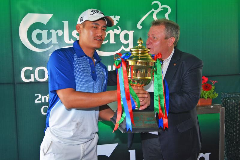 Nett winner Capt. Norbu Sherpa with trophy after winnining Carlsberg Golf  Series 2015.