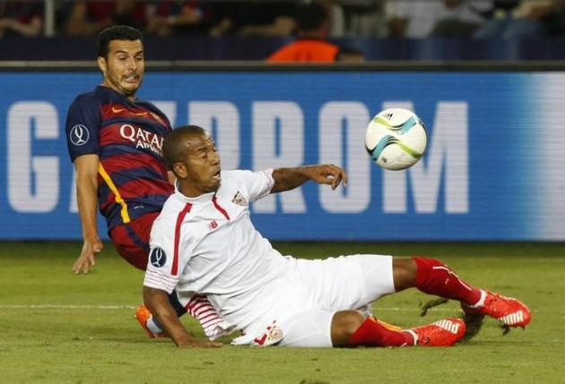 Barcelona's Pedro Rodriguez (L) fights for the ball with Sevilla's Mariano during their UEFA Super Cup soccer match at Boris Paichadze Dinamo Arena in Tbilisi, Georgia, August 11, 2015. REUTERS/Grigory Dukor