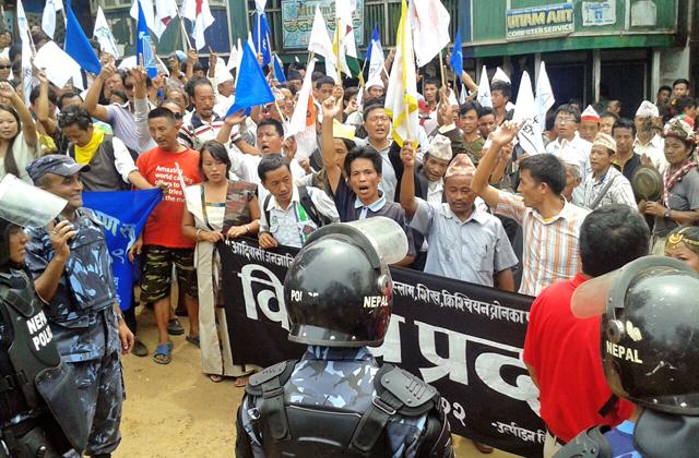 Samyukta Rastriya Morcha cadres picketing the District Administration Office, in Panchthar, on Wednesday. Photo:THT