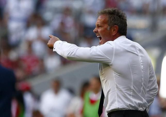 Coach Sinisa Mihajlovic of AC Milan reacts during their pre-season Audi Cup tournament third place soccer match against Tottenham Hotspur in Munich, Germany, August 5, 2015. REUTERS/Michaela Rehle