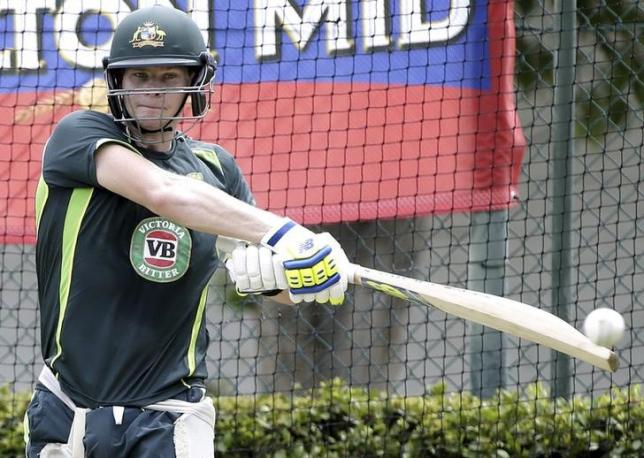 Australia's Steven Smith bats during cricket training at the WACA ground in Perth, Western Australia January 31, 2015. REUTERS/Hamish Blair/Files