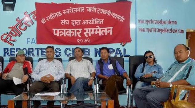 Taxi entrepreneurs taking part in a press conference organised at the Reporters' Club in the Capital on Sunday, August 30, 2015. Photo: Reporters Club