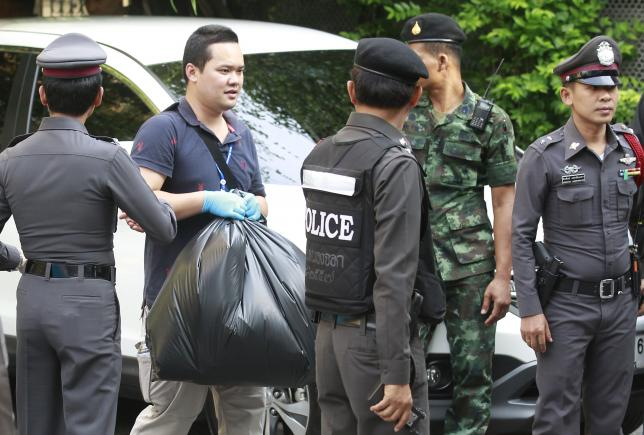Thai Royal Police officials remove evidence from the site where a suspect of the recent Bangkok blast was arrested, in Bangkok August 29, 2015. REUTERS/Chaiwat Subprasom