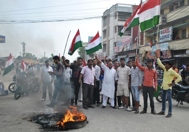Bandh enforcers staging demonstration during the bandh called by the Nepal Sadhbhawan Party in Ghantaghar of Birgunj on Saturday, August 15, 2015. Ram Sarraf
