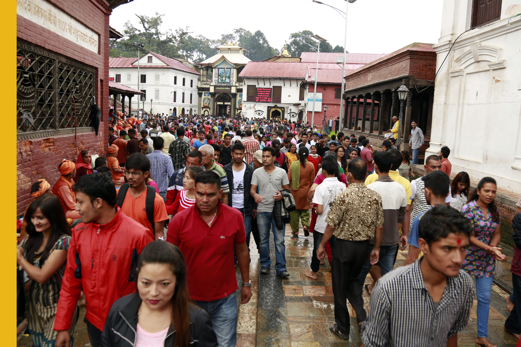 Hindu devotees throng the Pashupatinath Temple to offer puja on the occasion of Janai Purnima festival on Saturday, August 29, 2015. Photo: RSS
