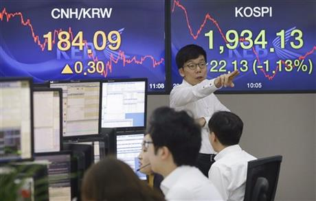 A currency trader gestures at the foreign exchange dealing room of the Korea Exchange Bank headquarters in Seoul, South Korea, Wednesday, Aug. 19, 2015. AP