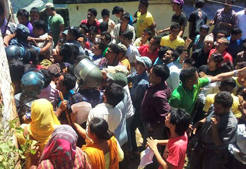 Police personnel trying to stop demonstrators demanding an intact mid-west province from storming the District Administration Office, in Khalanga, Rukum, on Wednesday. Photo:THT