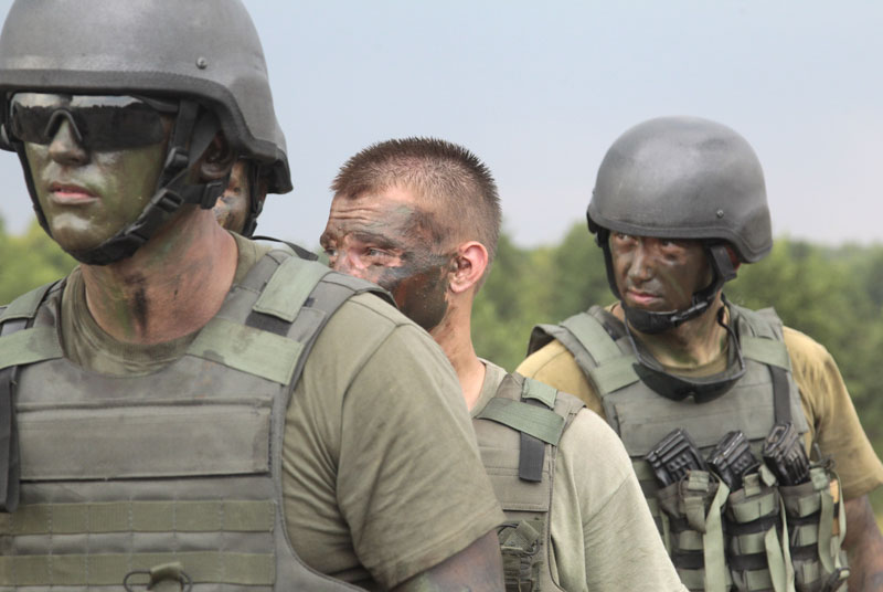 Ukrainian soldiers during training exercises under the supervision of British instructors on the military base outside Zhitomir, Ukraine, Tuesday, Aug. 11, 2015. Britain's defense secretary says his nation is doubling the number of Ukrainian troops it will train this year in an effort to support Kiev in its fight against Russia-backed separatists. Photo: AP
