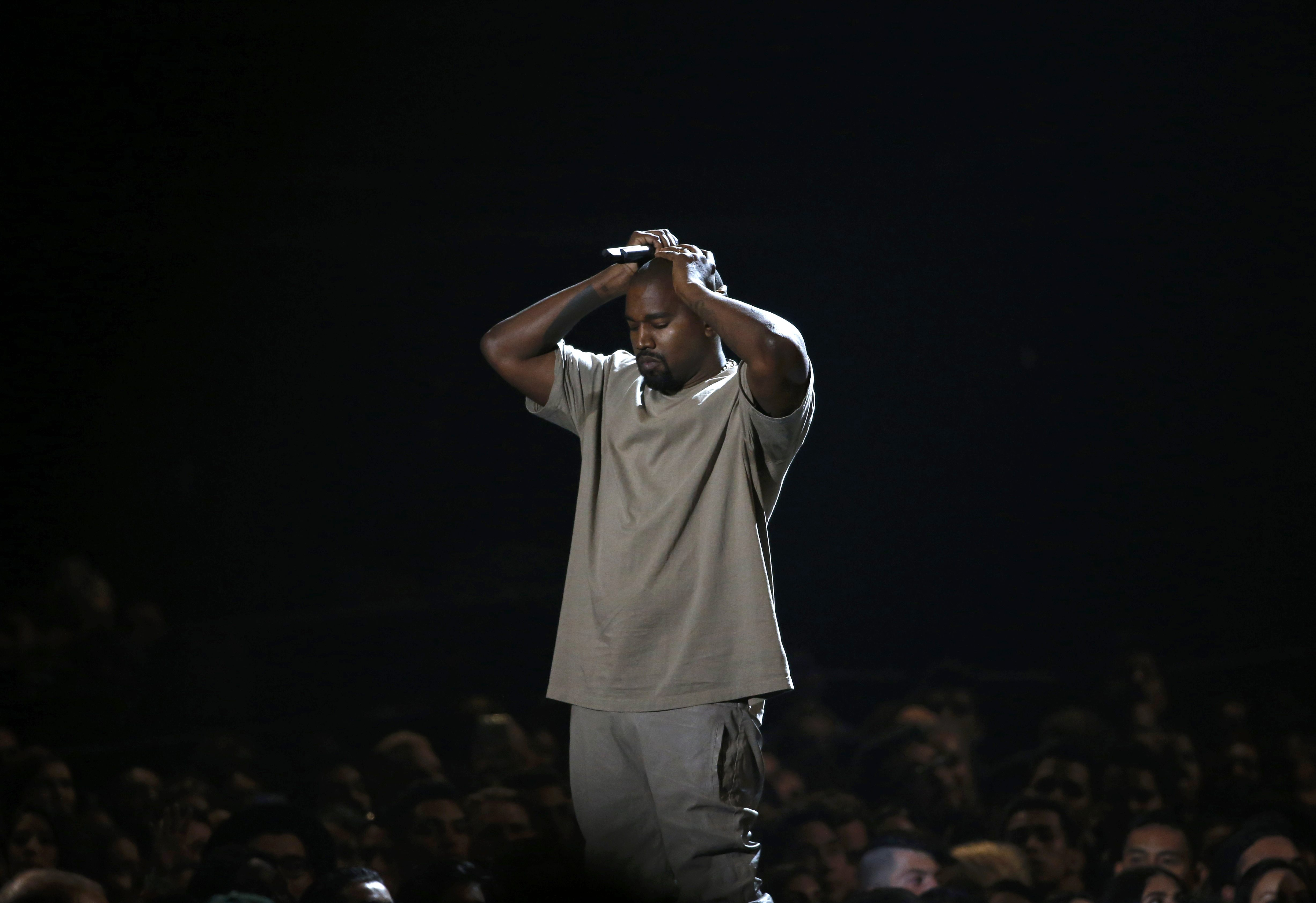 Kanye West pauses as he speaks while accepting the Video Vanguard Award at the 2015 MTV Video Music Awards in Los Angeles, California, August 30, 2015.  Photo: Reuters