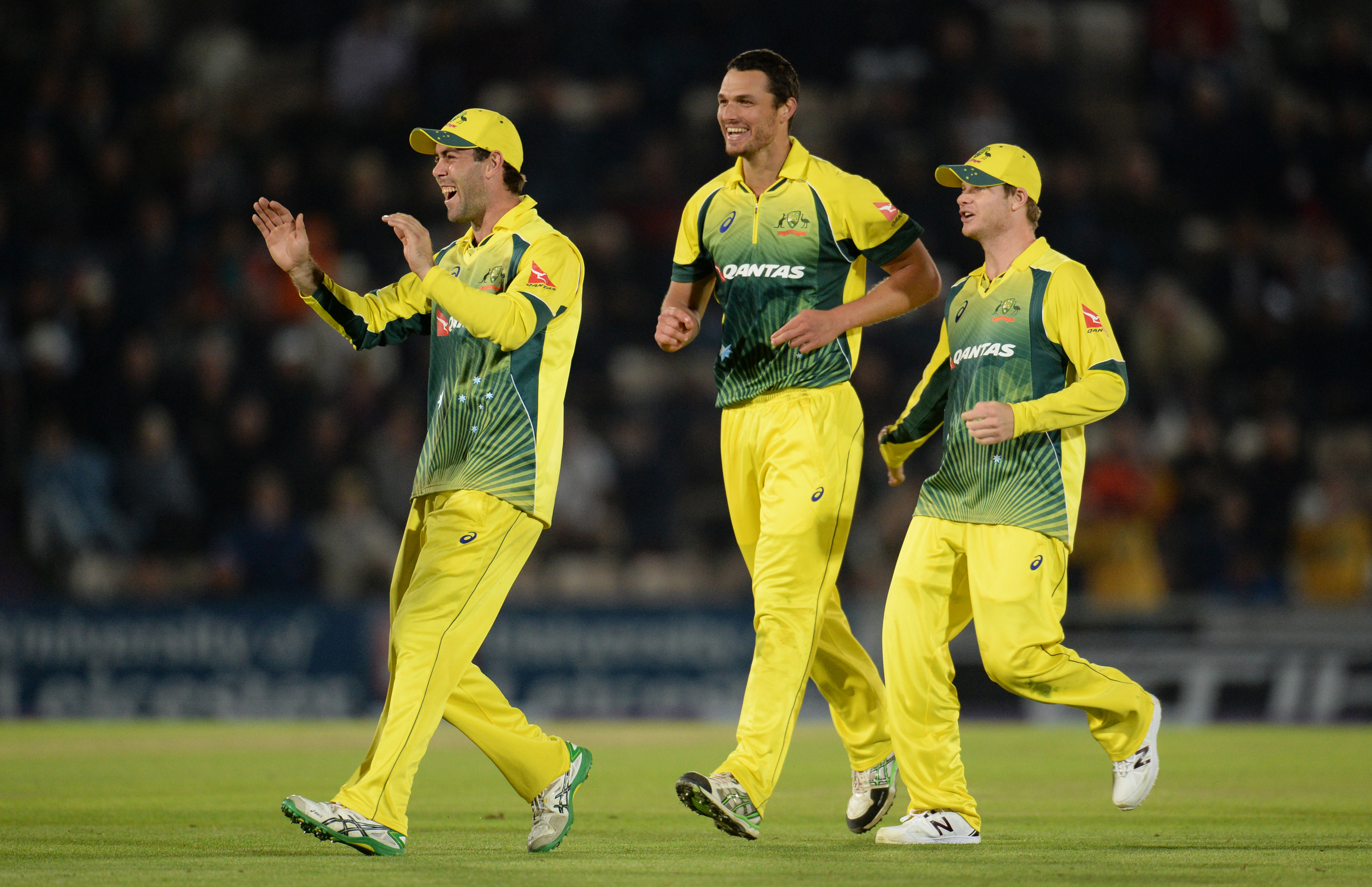 Cricket - England v Australia - First Royal London One Day International - Ageas Bowl - 3/9/15nAustralia's Glenn Maxwell, Nathan Coulter Nile and Steve Smith celebrate England's Chris Woakes dismissal nAction Images via Reuters / Philip BrownnLivepic