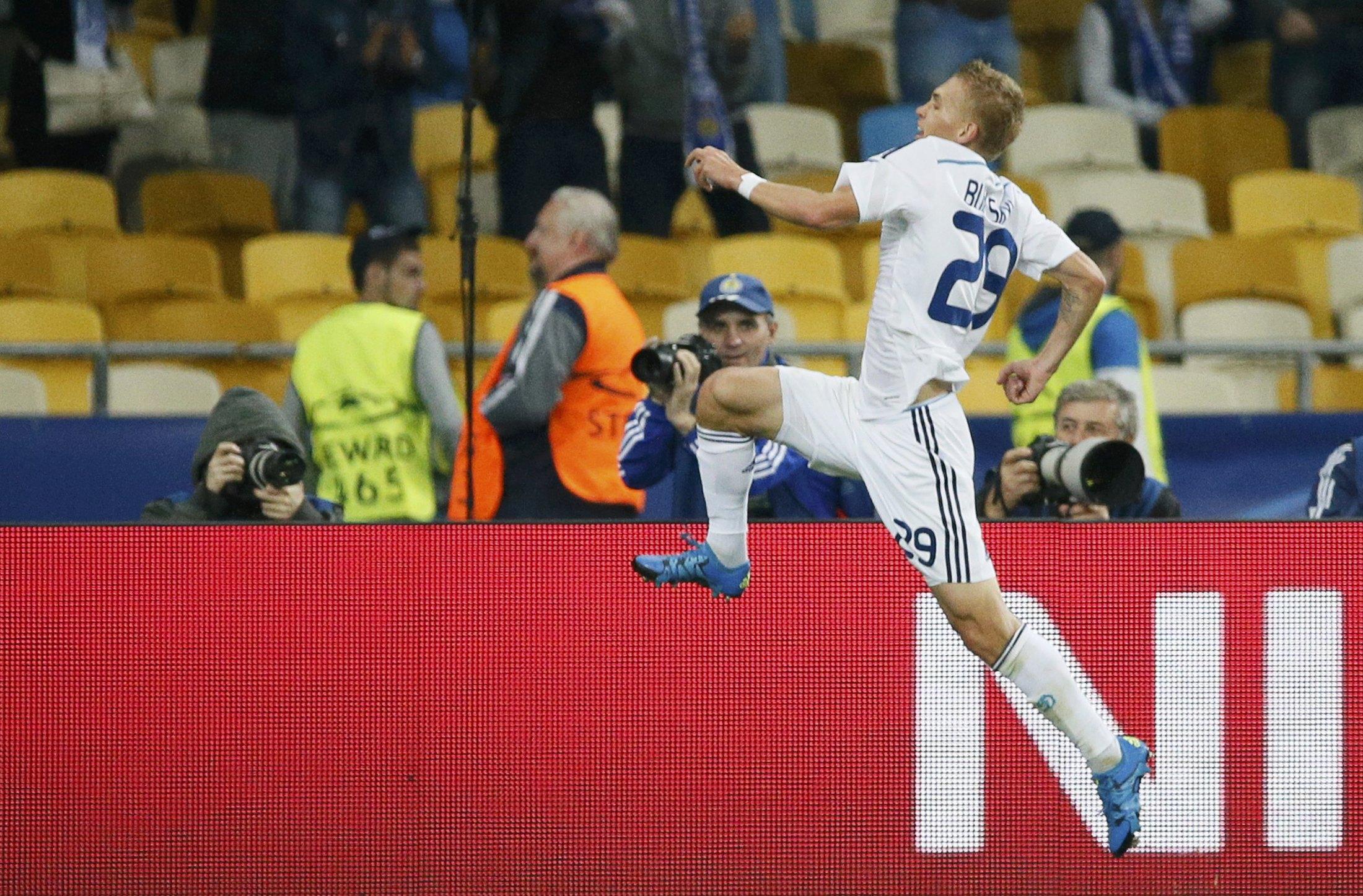 Dynamo Kiev's Vitaliy Buyalskiy celebrates his goal during the Champions League group G soccer match against Porto at the Olympic stadium in Kiev, Ukraine, September 16, 2015. REUTERS/Gleb Garanich