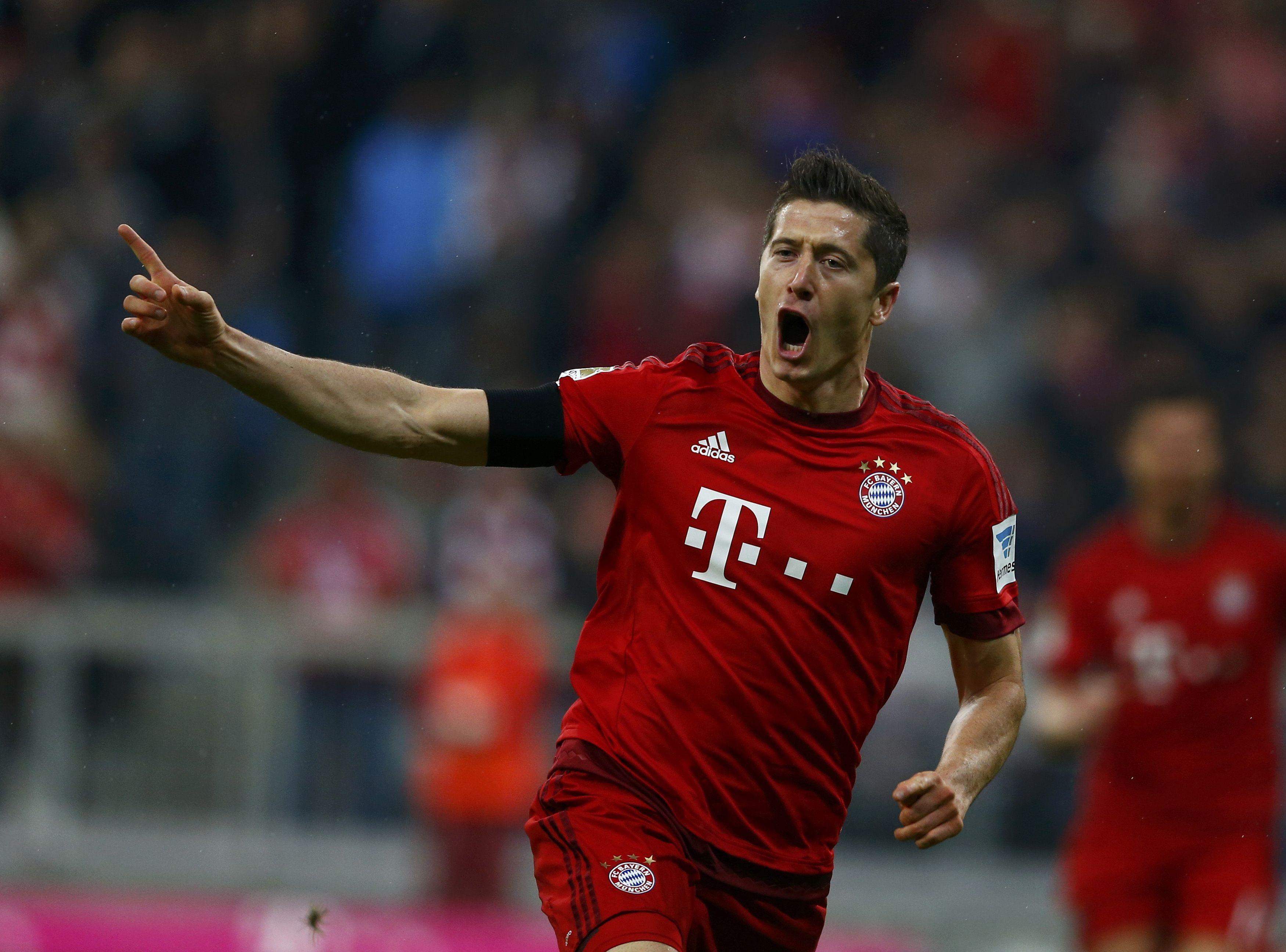 Bayern Munich's Robert Lewandowski reacts after scoring a goal during their German first division Bundesliga soccer match against Wolfsburg in Munich, September 22, 2015. Photo: Reuters