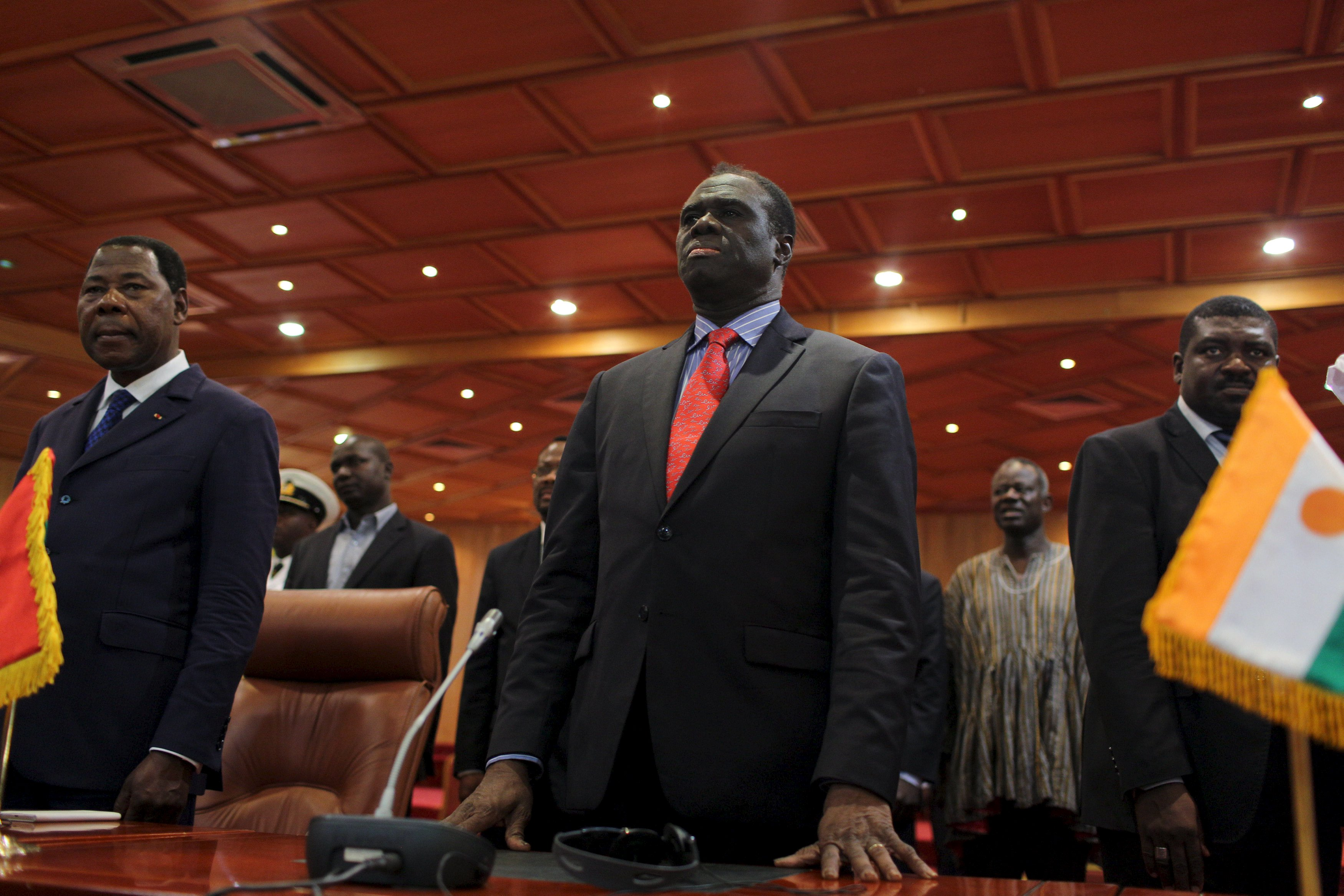 Burkina Faso President Michel Kafando (C) attends a ceremony marking the return of the transitional government in Ouagadougou, Burkina Faso, September 23, 2015. REUTERS/Joe Penney