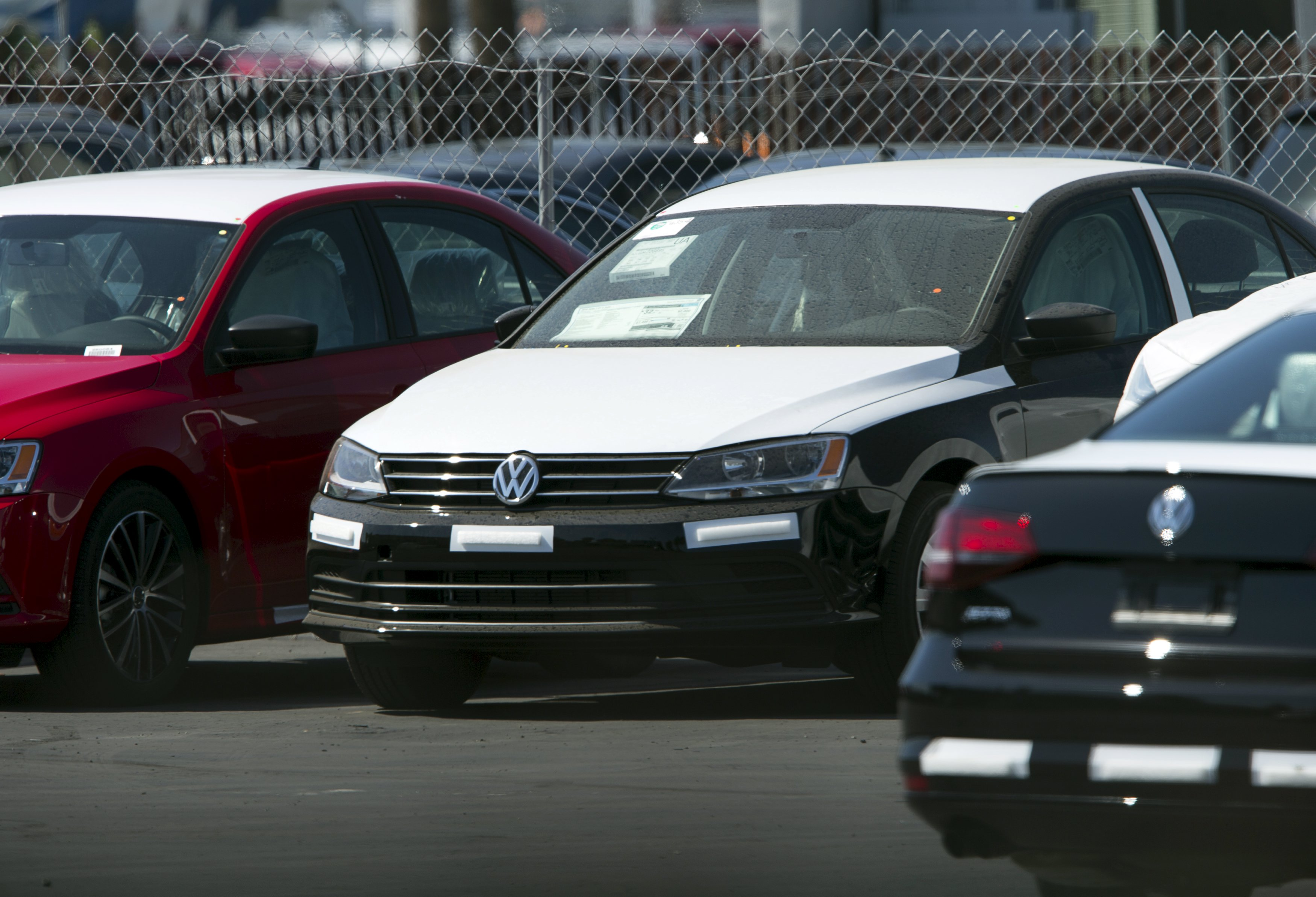 Newly shipped Volkswagen vehicles sit on a back lot at a Volkswagen dealership in San Diego, California September 23, 2015. Volkswagen Chief Executive Martin Winterkorn resigned on Wednesday, succumbing to pressure for change at the German carmaker, which is reeling from the admission that it deceived U.S. regulators about how much its diesel cars pollute.  REUTERS/Mike Blake