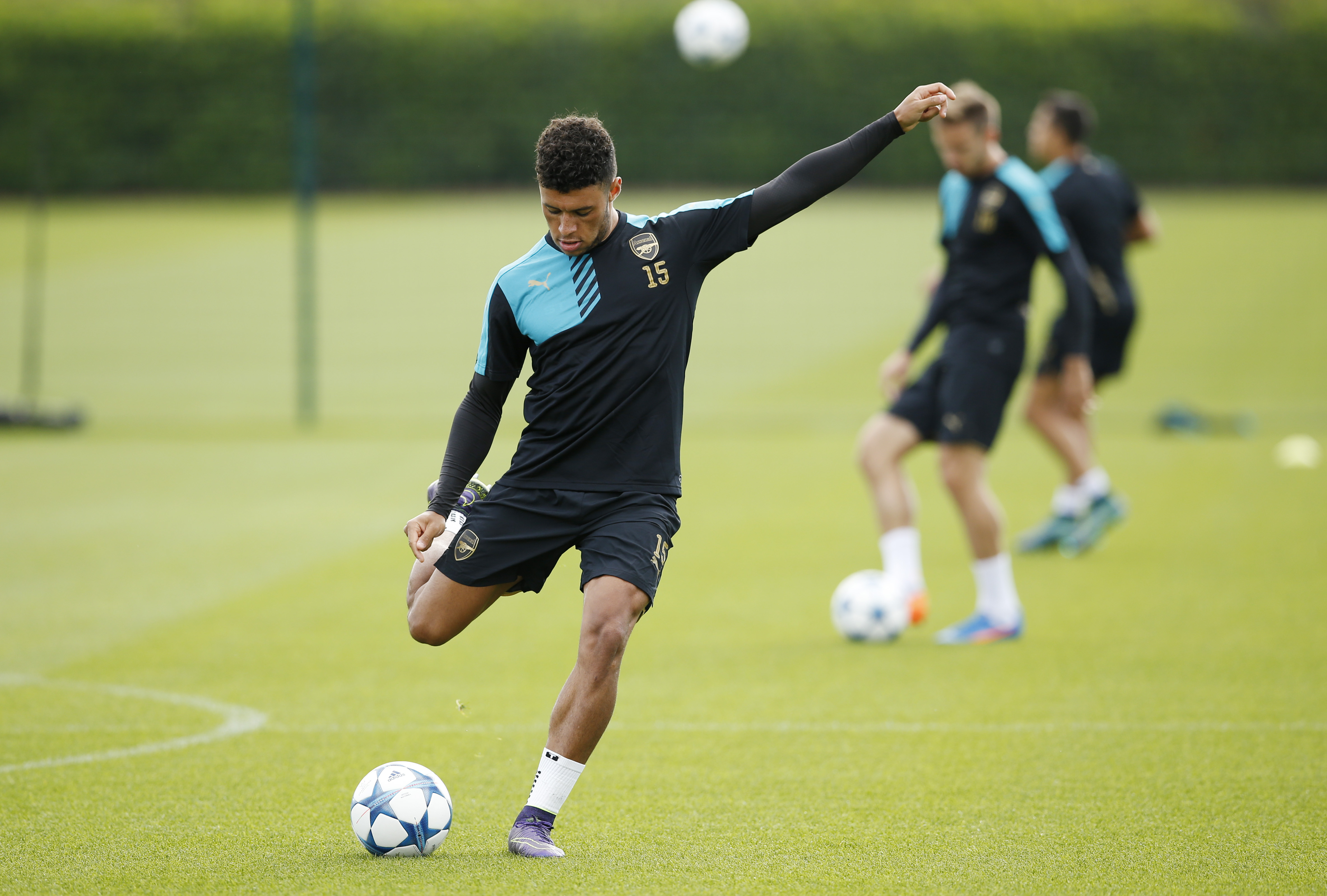 Football - Arsenal Training - Arsenal Training Ground - 28/9/15nArsenal's Alex Oxlade-Chamberlain during trainingnAction Images via Reuters / John SibleynLivepicnEDITORIAL USE ONLY.