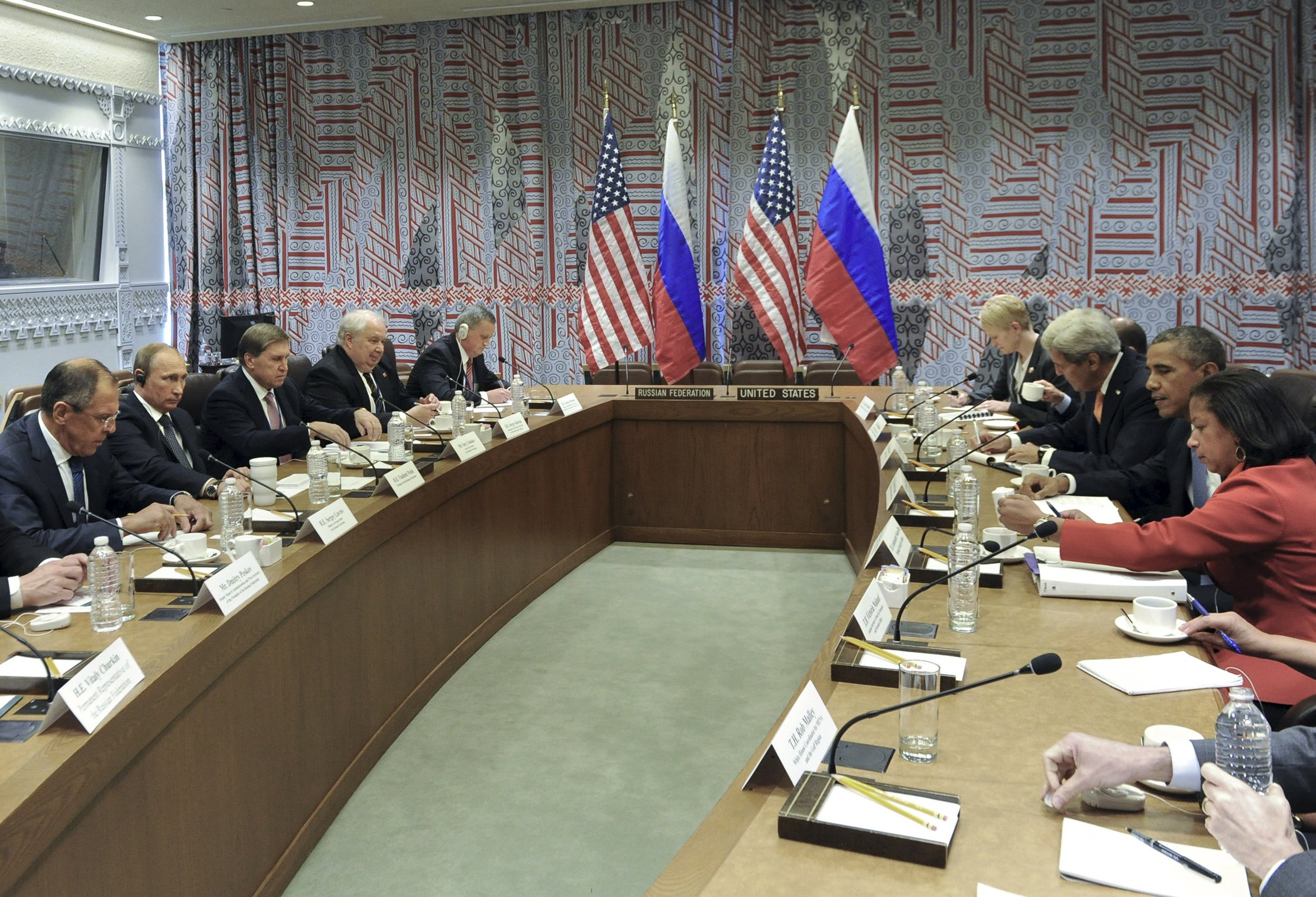 Russia and U.S. delegations, led by Presidents Vladimir Putin and Barack Obama, attend a meeting on the sidelines of the United Nations General Assembly in New York, September 28, 2015. U.S. President Obama and Russian President Putin agreed on Monday to direct their militaries to hold talks to avoid conflict over potential operations in Syria, a U.S. official said. Picture taken September 28, 2015. REUTERS/Mikhail Klimentyev/RIA Novosti/Kremlin ATTENTION EDITORS - THIS IMAGE HAS BEEN SUPPLIED BY A THIRD PARTY. IT IS DISTRIBUTED, EXACTLY AS RECEIVED BY REUTERS, AS A SERVICE TO CLIENTS.