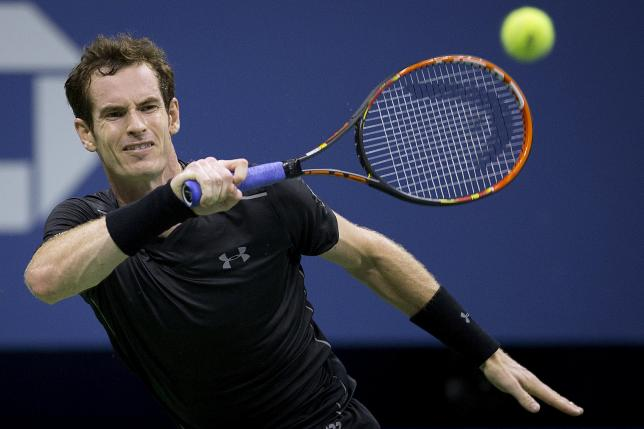 Andy Murray of Britain hits the ball to Nick Kyrgios of Australia during their first round match at the US Open Championships tennis tournament in New York, September 1, 2015. Photo: Reuters