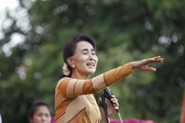 Myanmar pro-democracy leader Aung San Suu Kyi gives a speech on voter education at the Hsiseng township in Shan state, Myanmar September 5, 2015. REUTERS/Soe Zeya Tun