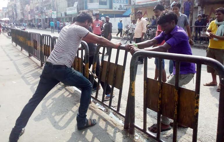 Protesters vandalising grills of the road in Maisthan Chowk of Birgunj on Tuesday, September 1, 2015.