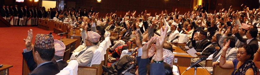 CA members endorsing an amendment proposal on the Revised Bill of new constitution at the CA meeting on Sunday, September 13, 2015. Photo: RSS