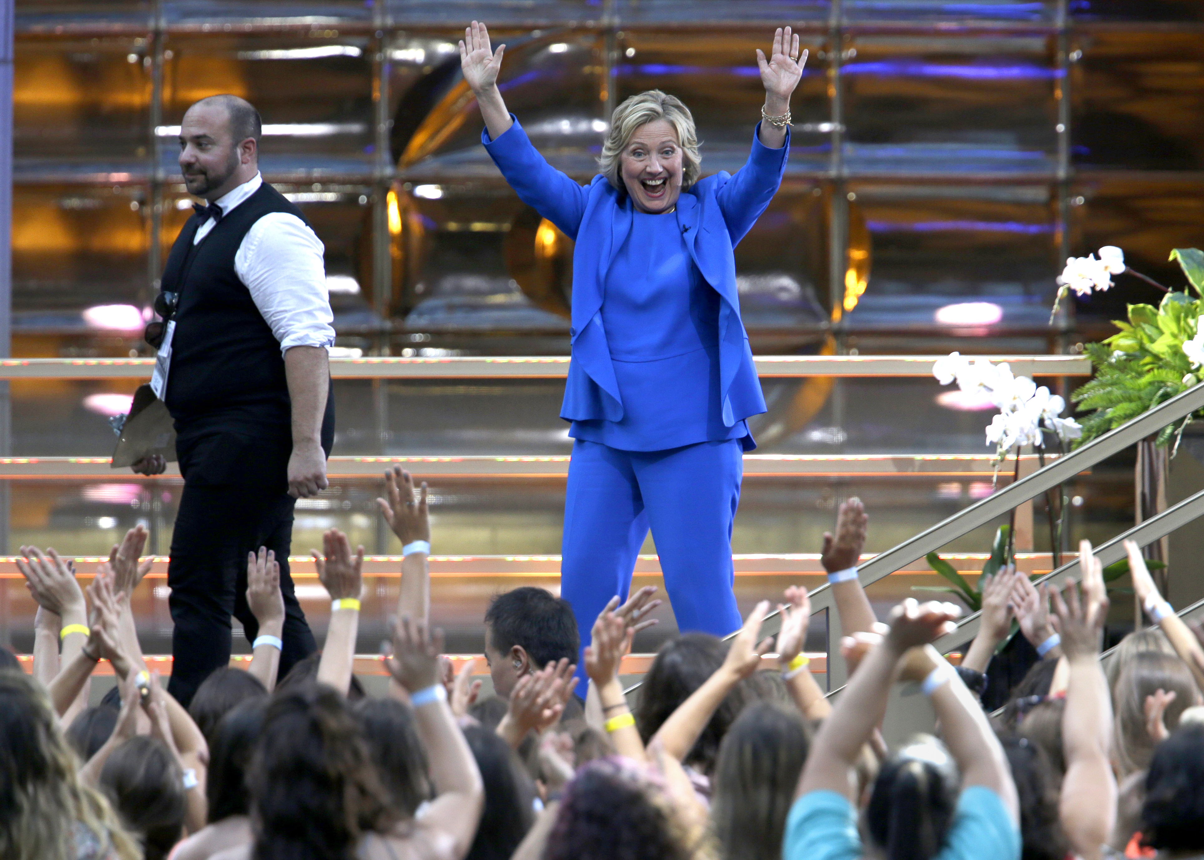 Democratic presidential candidate Hillary Rodham Clinton waves at the audience as she leaves the stage after taping The Ellen DeGeneres Show, Tuesday, Sept. 8, 2015, at Rockefeller Center in New York. Photo: AP