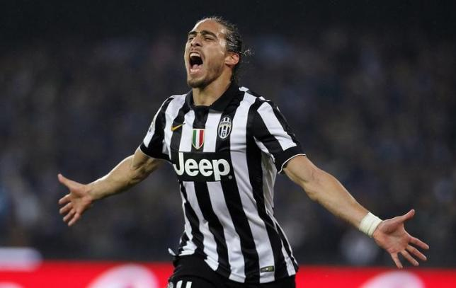 Juventus' Jose Martin Caceres Silva celebrates after scoring against Napoli during their Italian Serie A soccer match at the San Paolo stadium in Naples, January 11, 2015.  REUTERS/Ciro De Luca/Files