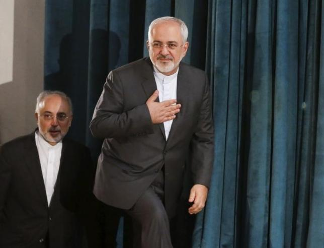 Iran's Foreign Minister Mohammad Javad Zarif (R) and the head of the country's Atomic Energy Organization, Ali Akbar Salehi, arrive for a nuclear deal review meeting in Tehran August 9, 2015. REUTERS/Raheb Homavandi/TIMA