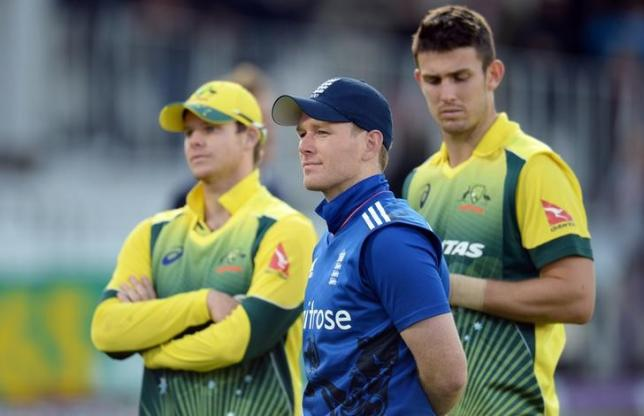 Cricket - England v Australia - Second Royal London One Day International - Lord's - 5/9/15. Australia's Steve Smith (L) and England's Eoin Morgan after the second one-day international cricket match. Action Images via Reuters/Philip Brown/Livepic