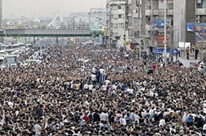Hundreds of thousands of Iranian opposition demonstrators the streets of Tehran in support of defeated reformist presidential candidate Mir Hossein Mousavi. Source: AFP
