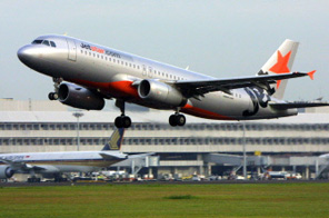 This file photo taken on October 25, 2007 shows a JetStar Airbus passenger jet taking off from the runway at Changi International Airlines in Singapore. Australian officials on June 11, 2009 investigated a mid-air blaze on a Jetstar Airbus A330-200 which forced a budget flight to make an emergency landing on a remote Pacific island, just days after an Air France tragedy involving the same model of plane. Smoke and then flames were seen near a cockpit window about four hours into Jetstar flight JQ20 from Osaka to Australia's Gold Coast, prompting flight crew to scramble to douse the fire before landing on Guam island. Source: AFP