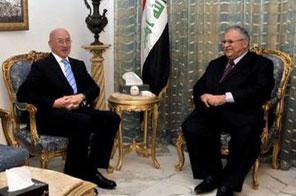 Iraq's President Jalal Talabani (R) receives British Ambassador to Iraq John Jenkins at his residence in Baghdad January 20, 2010. Source: AFP