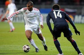 Liverpool's Ryan Babel (left) vies with Lyon's Sidney Govou during their UEFA Champions League match at the Gerland stadium in Lyon on November 4. Source: AFP