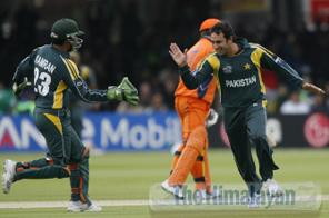 Saeed Ajmal of Pakistan (R) celebrates taking the wicket of Alexei Kervezee of Netherlands (C) stumped by Kamran Akmal (L) during their ICC World Twenty20 Cricket World Cup Group match at Lords in London, on June 9, 2009. Source: AFP